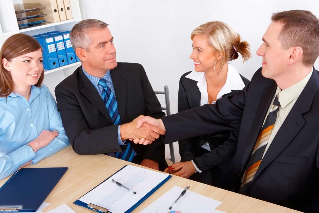 внесение изменений в учредительные документы некоммерческих организаций, рукопожатие руководителей